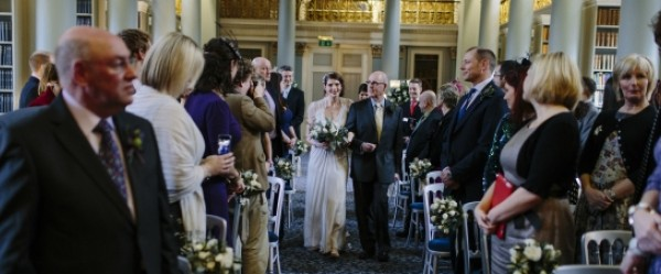 Unforgettably romantic New Year winter wedding at the Signet Library